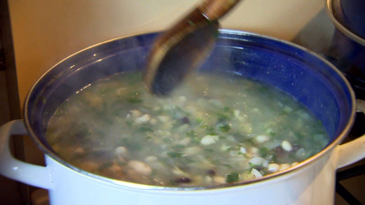 Somos-szilvás faszulyka leves (bableves)