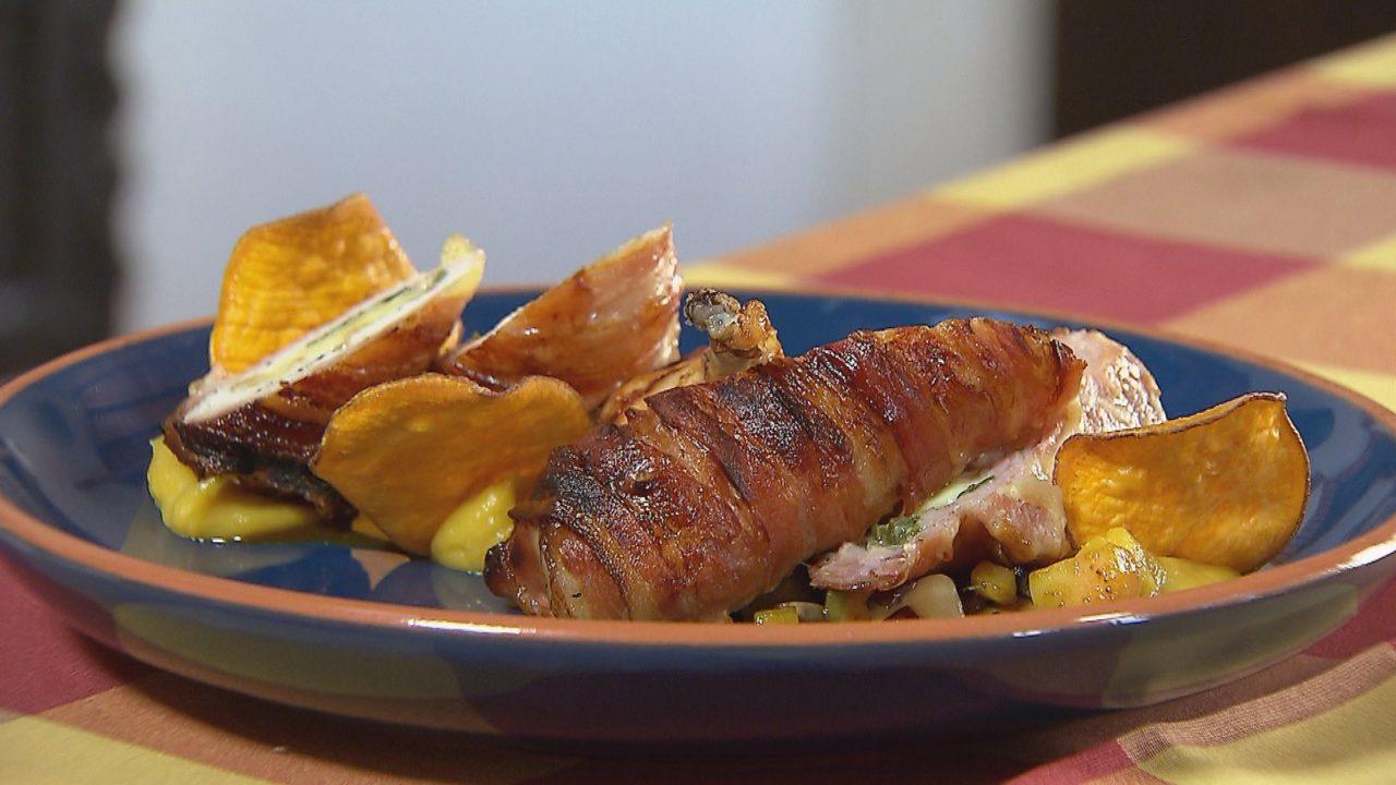 Beregi csirke füstölt parenyicával és snidlinggel töltve, baconnal göngyölve