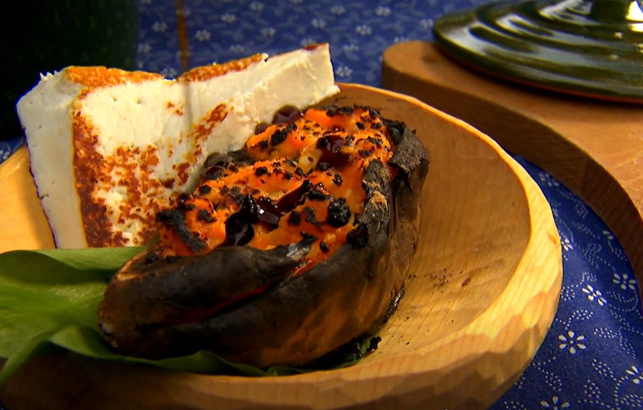 Medvehagymával töltött édesburgonya grillezett kecskesajttal