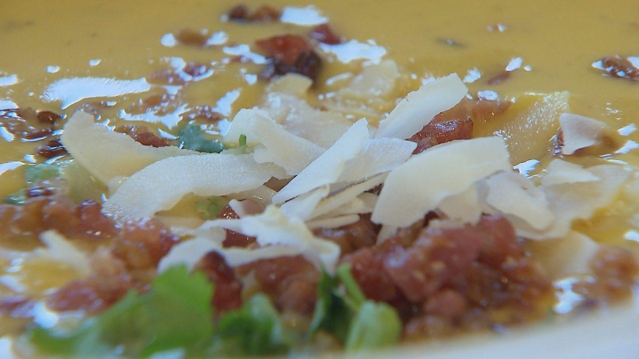 Kókuszos-chilis sütőtök leves
